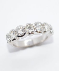 princess & round diamond band