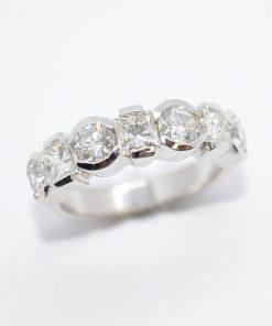 princess & round diamond band