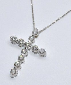 round cut diamond cross